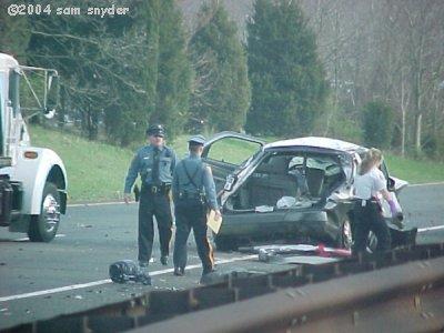 20040418parkwayAccident1_sm