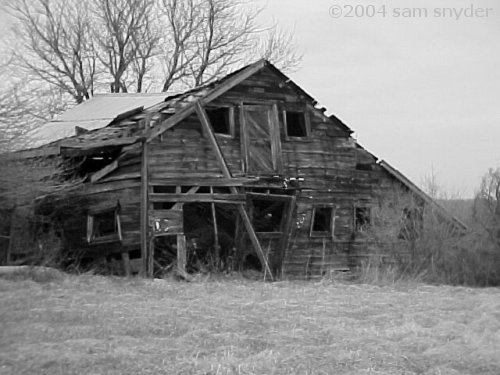 Many thanks to my great friend, Suzy, for leading me to this wonderfully neglected barn. The photo was taken on March 26, 2004. I'm not sure of the exact location. Bridgewater, NJ? Maybe.